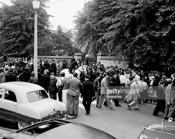 Crime London 13th July 1955 The crowds of people outside Holloway prison after Ruth Ellis is hanged after being convicted of murder