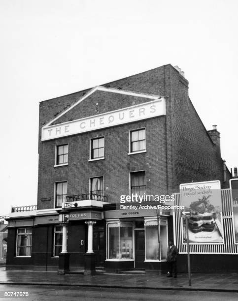 Crime London England Circa 1960's The Kray Twins The Chequers pub Walthamstow One of the pubs used by Ronnie and Reggie Kray