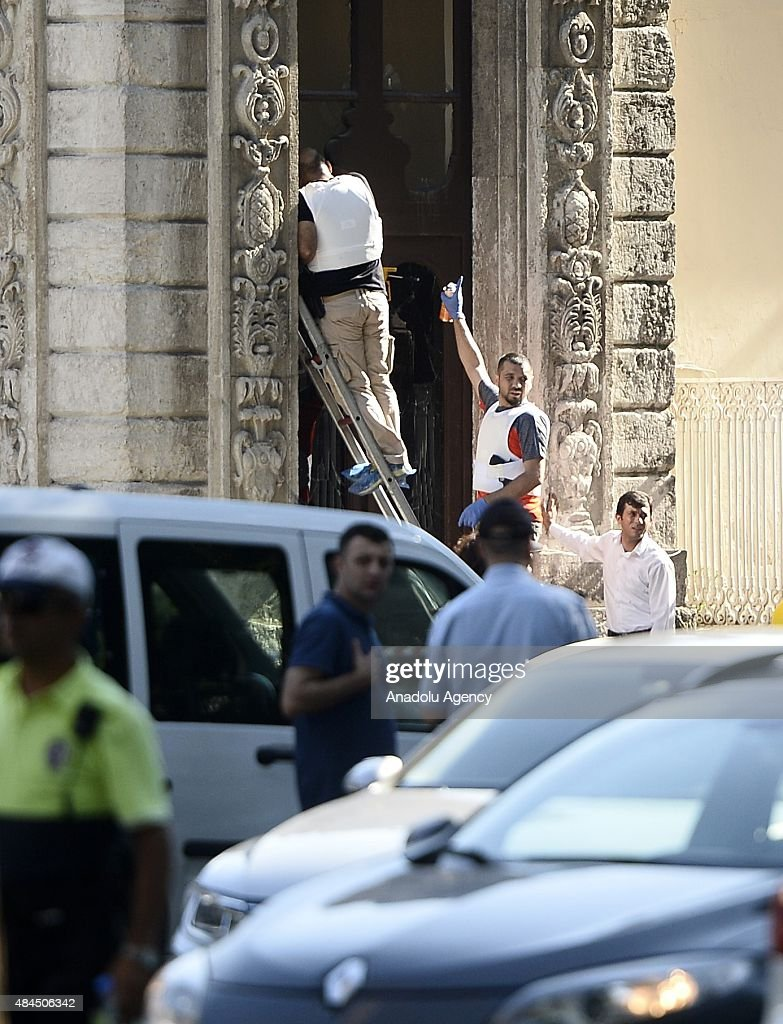Attack on police guarding Istanbul's Dolmabahce Palace ...