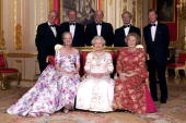 Crimson Drawing Room At Windsor Castle Queen Elizabeth II With The Reigning Sovereigns Of Europe For Unique Photograph To Mark Her Golden Jubilee The...