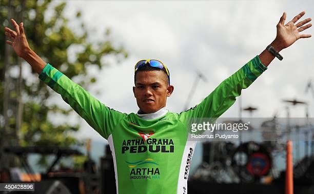 Cris Joven of Team 7 Eleven Roadbike Phillipine wins the Green Jersey at stage 5 of the 2014 Tour de Singkarak from Ngalau Indah to Lake Singkarak on...