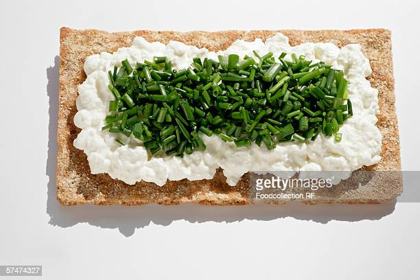 Crispbread with cottage cheese and chives