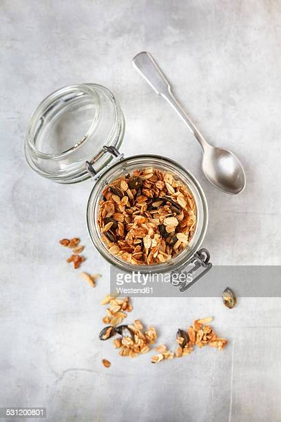 Crispy granola with oats, pumpkin seed and almond slivers