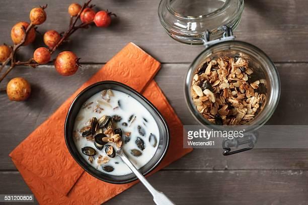 Crispy granola with oats, pumpkin seed and almond slivers