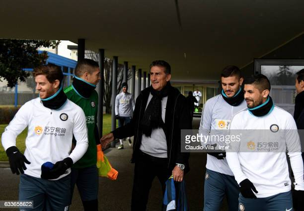 Cristian Ansaldi Juan Pablo Carrizo head coach Argentina Edgardo Bauza Mauro Icardi Ever Banega chat at Suning Training Center at Appiano Gentile on...