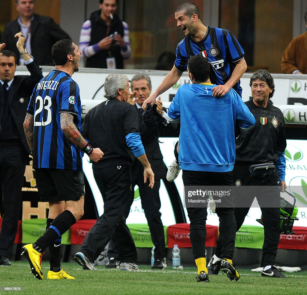 <a gi-track='captionPersonalityLinkClicked' href=/galleries/search?phrase=Cristian+Chivu&family=editorial&specificpeople=675968 ng-click='$event.stopPropagation()'>Cristian Chivu</a> of FC Internazionale Milano celebrates scoring his team's third goal with the bench during the Serie A match between FC Internazionale Milano and Atalanta BC at Stadio Giuseppe Meazza on April 24, 2010 in Milan, Italy.