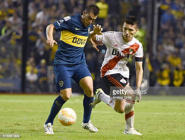 Cristian David Pavón of Boca Juniors fights for the ball with Matias Kranevitter of River Plate during a second leg match between Boca Juniors and...