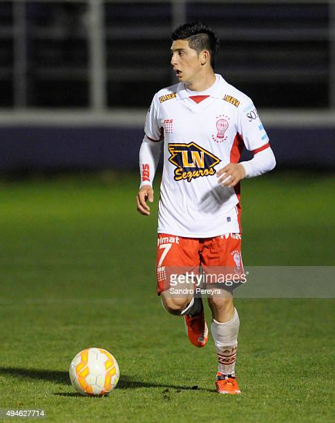 Cristian Espinoza of Huracan drives the ball during a second leg match between Defensor Sporting and Huracan as part of quarter finals of Copa...