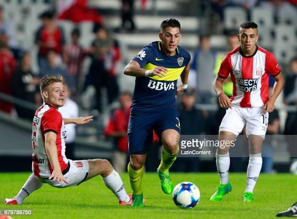 Cristian Pavon of Boca Juniors fights for the ball with Santiago Ascacibar of Estudiantes de La Plata during a match between Estudiantes and Boca...
