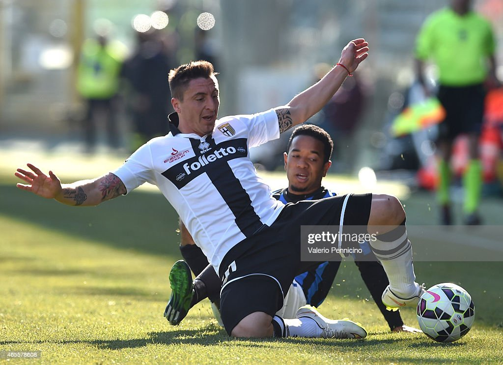 Cristian Rodriguez (L) of Parma FC is tackled by <a gi-track='captionPersonalityLinkClicked' href=/galleries/search?phrase=Urby+Emanuelson&family=editorial&specificpeople=594399 ng-click='$event.stopPropagation()'>Urby Emanuelson</a> of Atalanta BC during the Serie A match between Parma FC and Atalanta BC at Stadio Ennio Tardini on March 8, 2015 in Parma, Italy.
