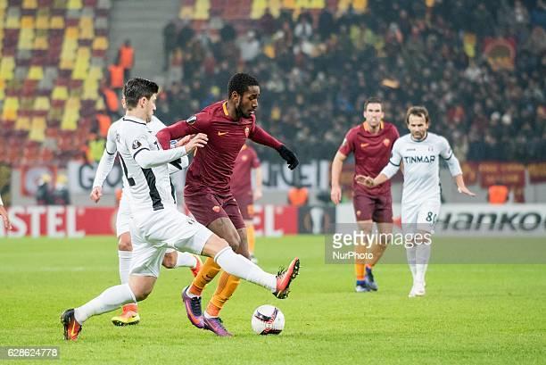 Cristian Sapunaru of FC Astra Giurgiu L and Gerson of AS Roma R during the UEFA Europa League 20162017 Group E game between FC Astra Giurgiu and AS...