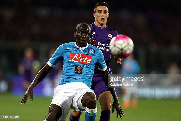 Cristian Tello of ACF Fiorentina battles for the ball with Kalidou Koulibaly of SSC Napoli during the Serie A match between ACF Fiorentina and SSC...