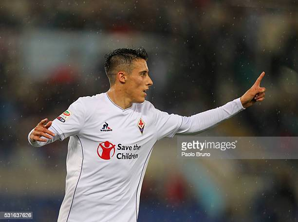 Cristian Tello of ACF Fiorentina celebrates after scoring the team's third goal during the Serie A match between SS Lazio and ACF Fiorentina at...