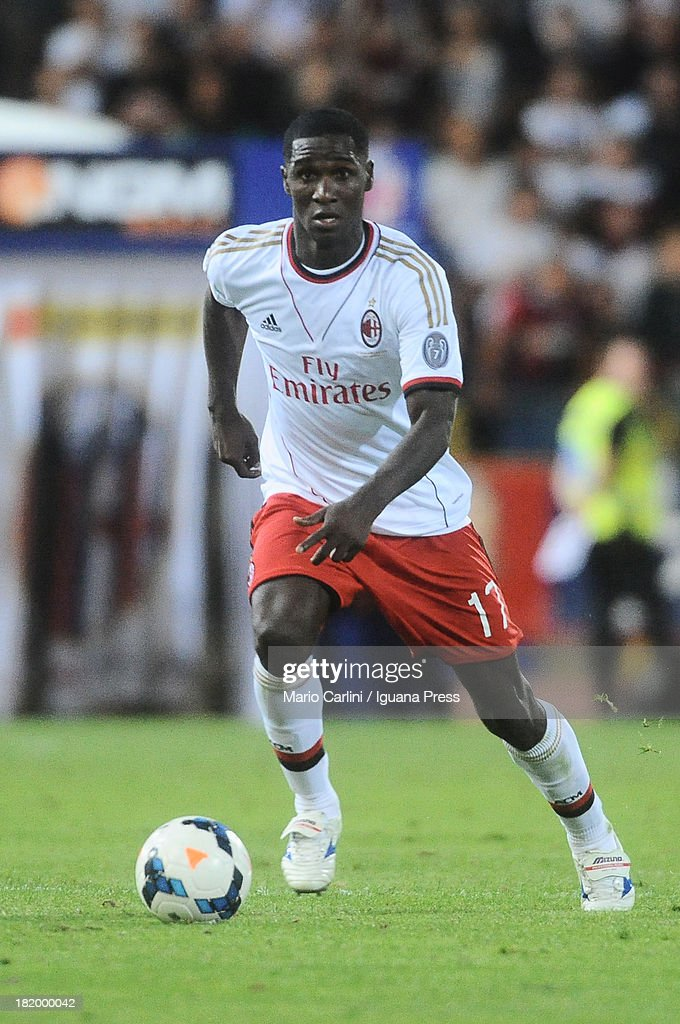 Cristian Zapata # 17 of AC Milan in action during the Serie A match between Bologna and AC Milan at Stadio Renato Dall'Ara on September 25, 2013 in Bologna, Italy.