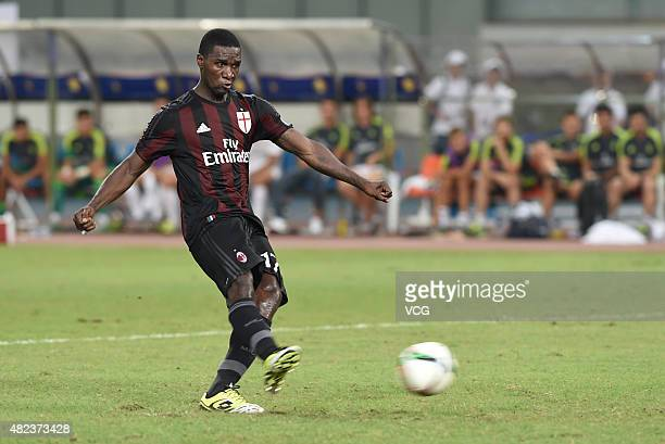 Cristian Zapata of AC Milan scores the seventh penalty kick at the penalty shootout during the International Champions Cup football match between AC...