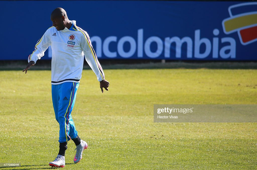 <a gi-track='captionPersonalityLinkClicked' href=/galleries/search?phrase=Cristian+Zapata&family=editorial&specificpeople=854055 ng-click='$event.stopPropagation()'>Cristian Zapata</a> of Colombia during a training session at San Carlos de Apoquindo training camp on June 13, 2015 in Santiago, Chile. Colombia will face Venezuela as part of 2015 Copa America Chile on June 17.