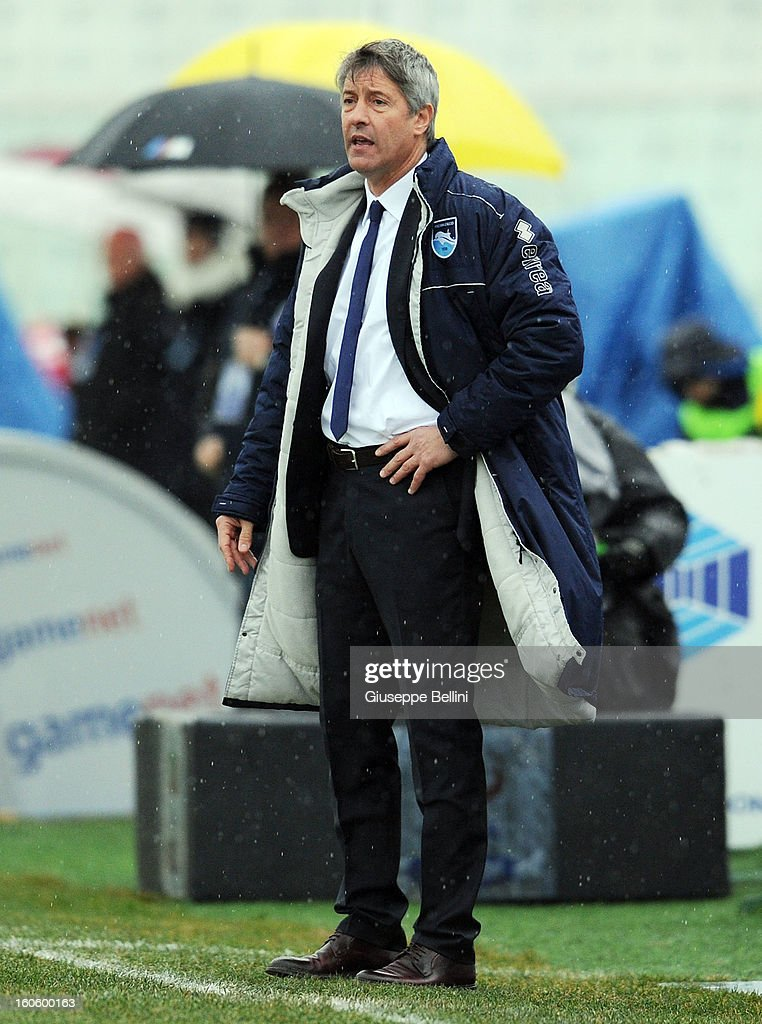 Cristiano Bergodi head coach of Pescara during the Serie A match between Pescara and Bologna FC at Adriatico Stadium on February 3, 2013 in Pescara, Italy.