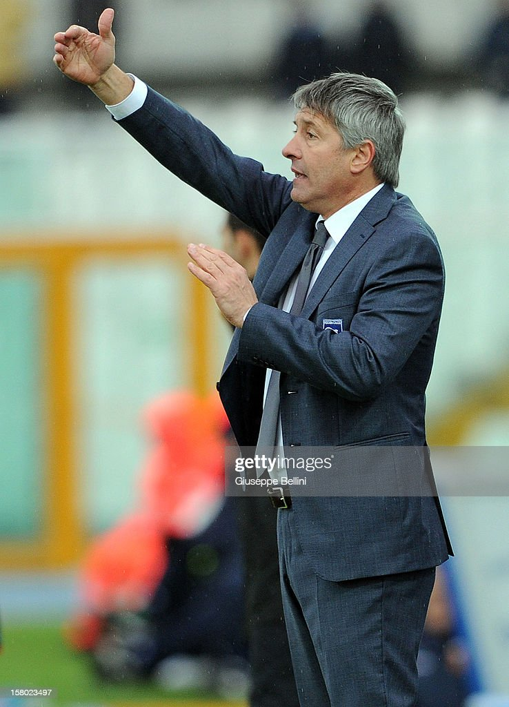 Cristiano Bergodi head coach of Pescara gestures from the touchline during the Serie A match between Pescara and Genoa CFC at Adriatico Stadium on December 9, 2012 in Pescara, Italy.