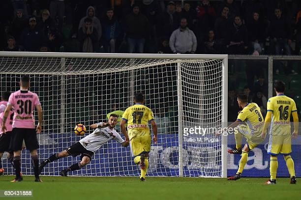Cristiano Biraghi of Pescara scores the penalty during the Serie A match between US Citta di Palermo and Pescara Calcio at Stadio Renzo Barbera on...