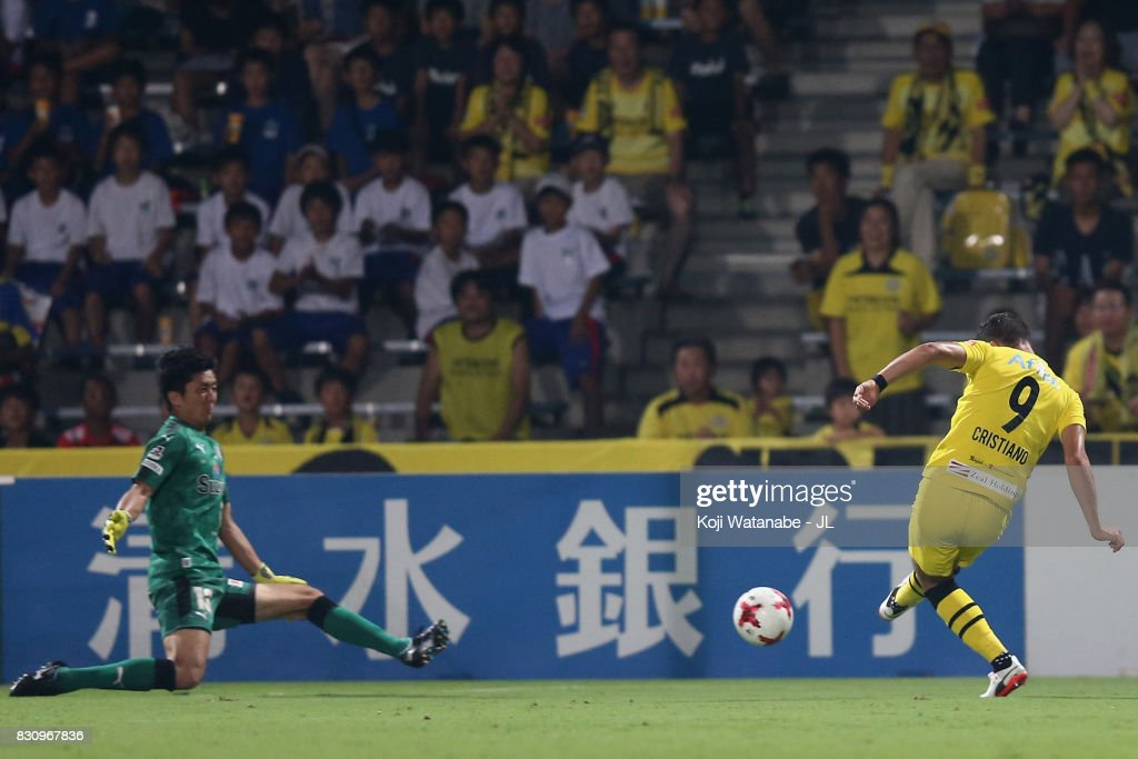 Cristiano of Kashiwa Reysol scores his side's second goal during the J.League J1 match between Shimizu S-Pulse and Kashiwa Reysol at IAI Stadium Nihondaira on August 13, 2017 in Shizuoka, Japan.