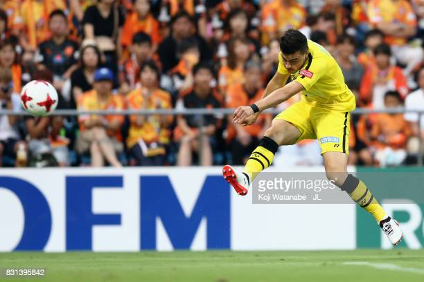 Cristiano of Kashiwa Reysol shoots at goal during the JLeague J1 match between Shimizu SPulse and Kashiwa Reysol at IAI Stadium Nihondaira on August...