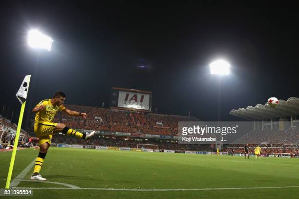 Cristiano of Kashiwa Reysol takes a corer kick in action during the JLeague J1 match between Shimizu SPulse and Kashiwa Reysol at IAI Stadium...