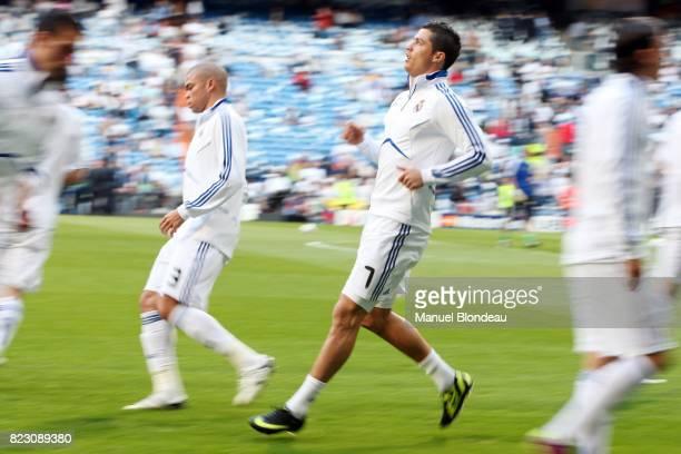 Cristiano Ronaldo a l echauffement Real Madrid / Barcelone 1/2 finale aller de Ligue des Champions MadridStadeSantiago Bernabeu