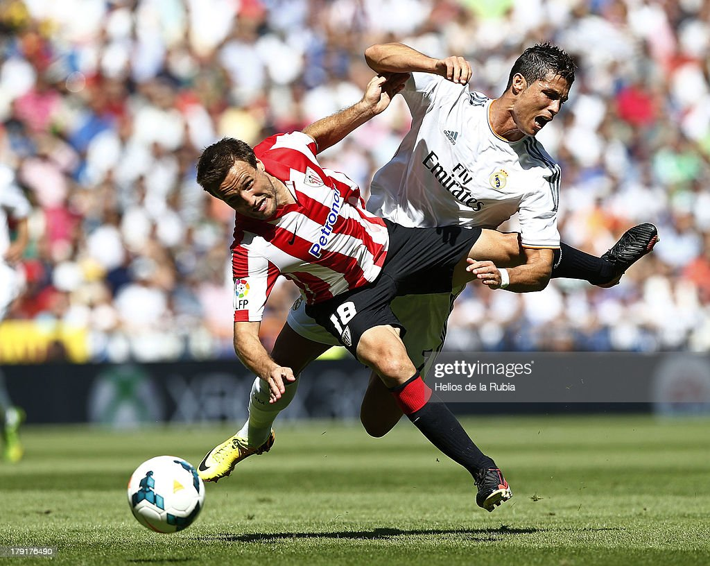 <a gi-track='captionPersonalityLinkClicked' href=/galleries/search?phrase=Cristiano+Ronaldo+-+Soccer+Player&family=editorial&specificpeople=162689 ng-click='$event.stopPropagation()'>Cristiano Ronaldo</a> (R) of Real Madrid and Carlos Gurpegui of Athletic Club Bilbao compete for the ball during the La Liga match between Real Madrid CF and Athletic Club Bilbao at estadio Santiago Bernabeu on September 1, 2013 in Madrid, Spain.