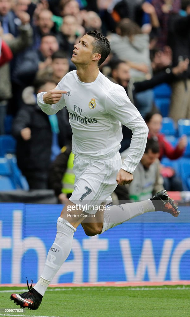 <a gi-track='captionPersonalityLinkClicked' href=/galleries/search?phrase=Cristiano+Ronaldo+-+Voetballer&family=editorial&specificpeople=162689 ng-click='$event.stopPropagation()'>Cristiano Ronaldo</a> of Real Madrid celebrates after scoring during the La Liga match between Real Madrid CF and Athletic Club at Estadio Santiago Bernabeu on February 13, 2016 in Madrid, Spain.