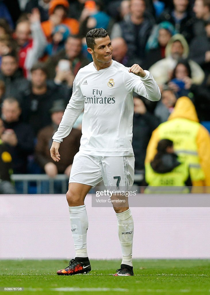 <a gi-track='captionPersonalityLinkClicked' href=/galleries/search?phrase=Cristiano+Ronaldo+-+Jogador+de+futebol&family=editorial&specificpeople=162689 ng-click='$event.stopPropagation()'>Cristiano Ronaldo</a> of Real Madrid celebrates after scoring his team's fourth goal during the La Liga match between Real Madrid CF and Athletic Club at Estadio Santiago Bernabeu on February 13, 2016 in Madrid, Spain.