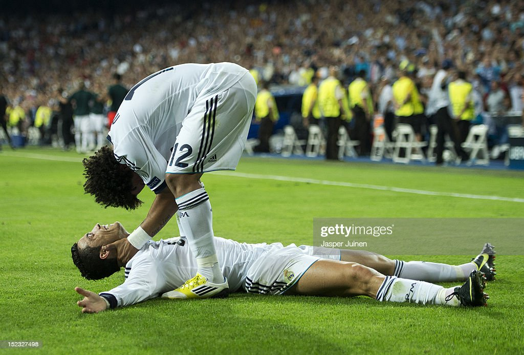 <a gi-track='captionPersonalityLinkClicked' href=/galleries/search?phrase=Cristiano+Ronaldo+-+Jogador+de+futebol&family=editorial&specificpeople=162689 ng-click='$event.stopPropagation()'>Cristiano Ronaldo</a> (L) of Real Madrid celebrates scoring his sides winning goal with his teammate Marcelo during the UEFA Champions League group D match between Real Madrid and Manchester City FC at the Estadio Santiago Bernabeu on September 18, 2012 in Madrid, Spain.