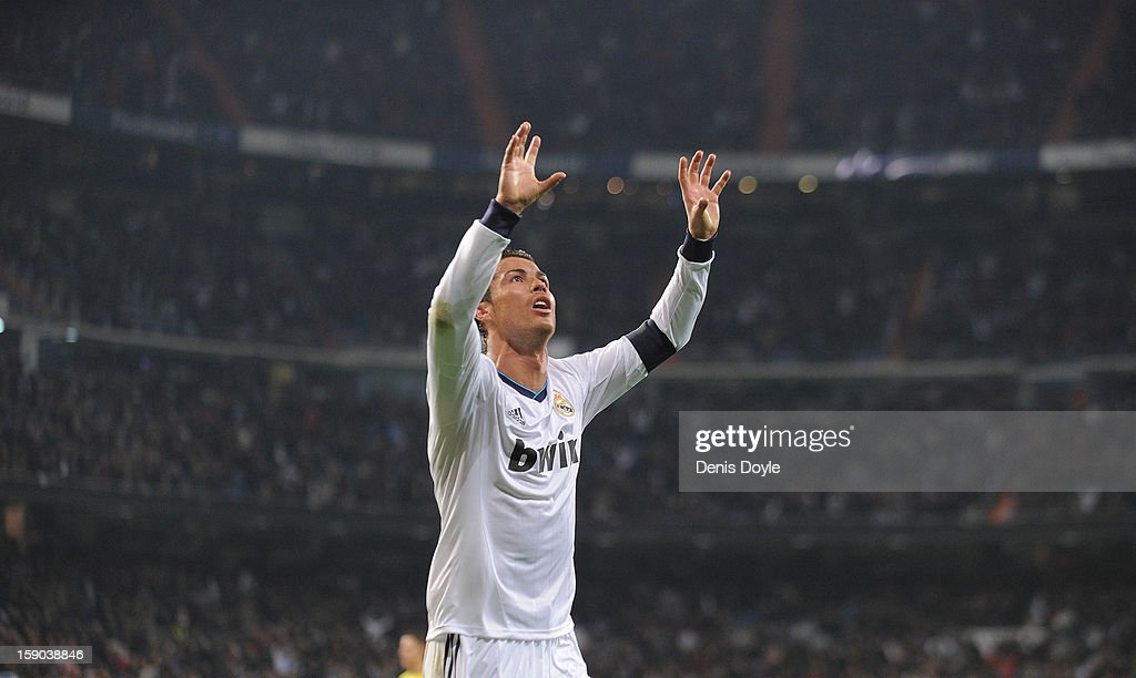 <a gi-track='captionPersonalityLinkClicked' href=/galleries/search?phrase=Cristiano+Ronaldo+-+Calciatore&family=editorial&specificpeople=162689 ng-click='$event.stopPropagation()'>Cristiano Ronaldo</a> of Real Madrid CF celebrates after scoring his team's 3rd goal during the La Liga match between Real Madrid CF and Real Sociedad de Futbol at estadio Santiago Bernabeu on January 6, 2013 in Madrid, Spain.