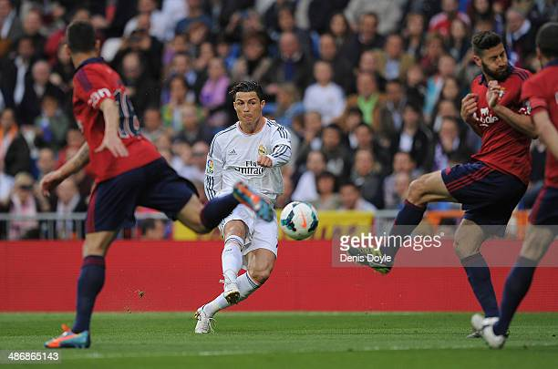 Cristiano Ronaldo of Real Madrid CF scores from a free kick during the La Liga match between Real Madrid CF and CA Osasuna at the Santiago Bernabeu...