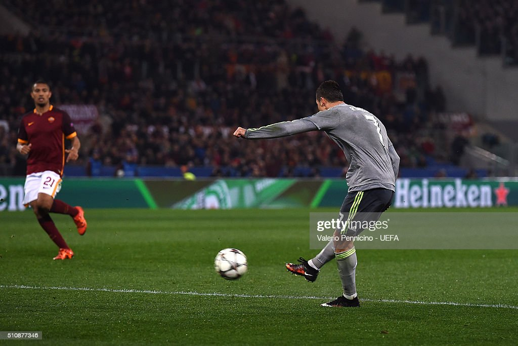 Cristiano Ronaldo of Real Madrid CF scores the opening goal during the UEFA Champions League Round of 16 First Leg match between AS Roma and Real Madrid CF at Stadio Olimpico on February 17, 2016 in Rome, Italy.