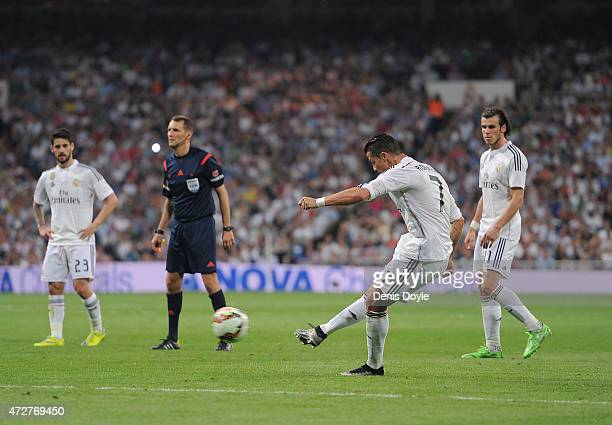 Cristiano Ronaldo of Real Madrid CF takes a free kick during the La Liga match between Real Madrid CF and Valencia CF at Estadio Santiago Bernabeu on...