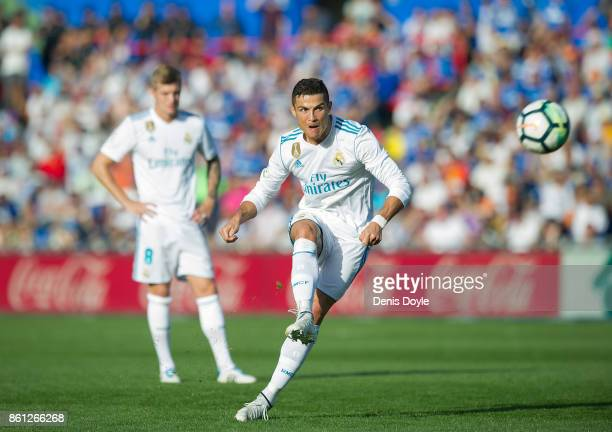 Cristiano Ronaldo of Real Madrid CF takes a free kick during the La Liga match between Getafe and Real Madrid at Coliseum Alfonso Perez on October 14...