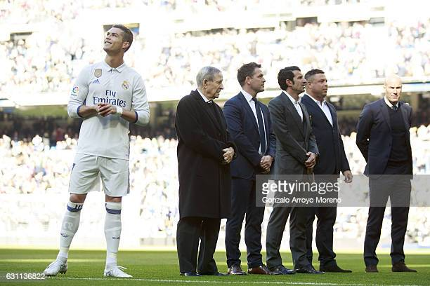 Cristiano Ronaldo of Real Madrid CF waits for his golden ball ahead Raymond Kopa Michael Owen Luis Figo Ronaldo Nazario and head coach Zinedine...