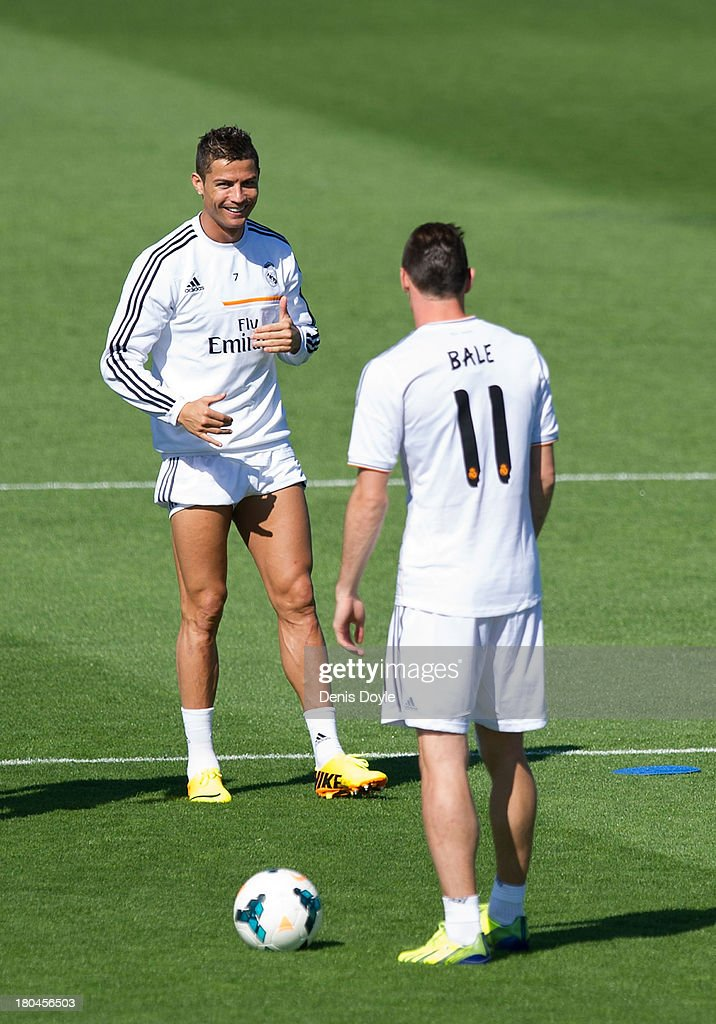 <a gi-track='captionPersonalityLinkClicked' href=/galleries/search?phrase=Cristiano+Ronaldo+-+Soccer+Player&family=editorial&specificpeople=162689 ng-click='$event.stopPropagation()'>Cristiano Ronaldo</a> of Real Madrid chats with Real's new signing <a gi-track='captionPersonalityLinkClicked' href=/galleries/search?phrase=Gareth+Bale&family=editorial&specificpeople=609290 ng-click='$event.stopPropagation()'>Gareth Bale</a> during a team training session on September 13, 2013 in Madrid, Spain.