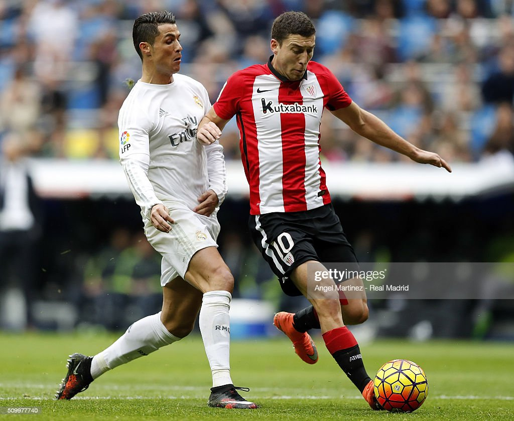 <a gi-track='captionPersonalityLinkClicked' href=/galleries/search?phrase=Cristiano+Ronaldo+-+Soccer+Player&family=editorial&specificpeople=162689 ng-click='$event.stopPropagation()'>Cristiano Ronaldo</a> of Real Madrid competes for the ball with Oscar de Marcos of Athletic Club during the La Liga match between Real Madrid CF and Athletic Club at Estadio Santiago Bernabeu on February 13, 2016 in Madrid, Spain.