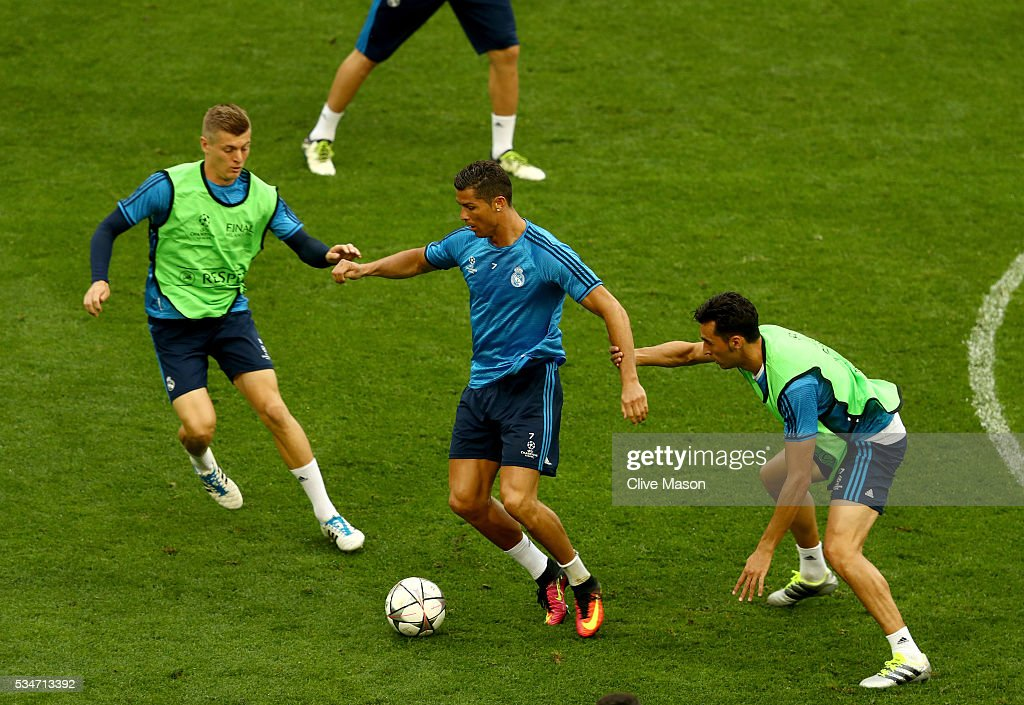 <a gi-track='captionPersonalityLinkClicked' href=/galleries/search?phrase=Cristiano+Ronaldo+-+Soccer+Player&family=editorial&specificpeople=162689 ng-click='$event.stopPropagation()'>Cristiano Ronaldo</a> of Real Madrid in action during a Real Madrid training session on the eve of the UEFA Champions League Final against Atletico de Madrid at Stadio Giuseppe Meazza on May 27, 2016 in Milan, Italy.
