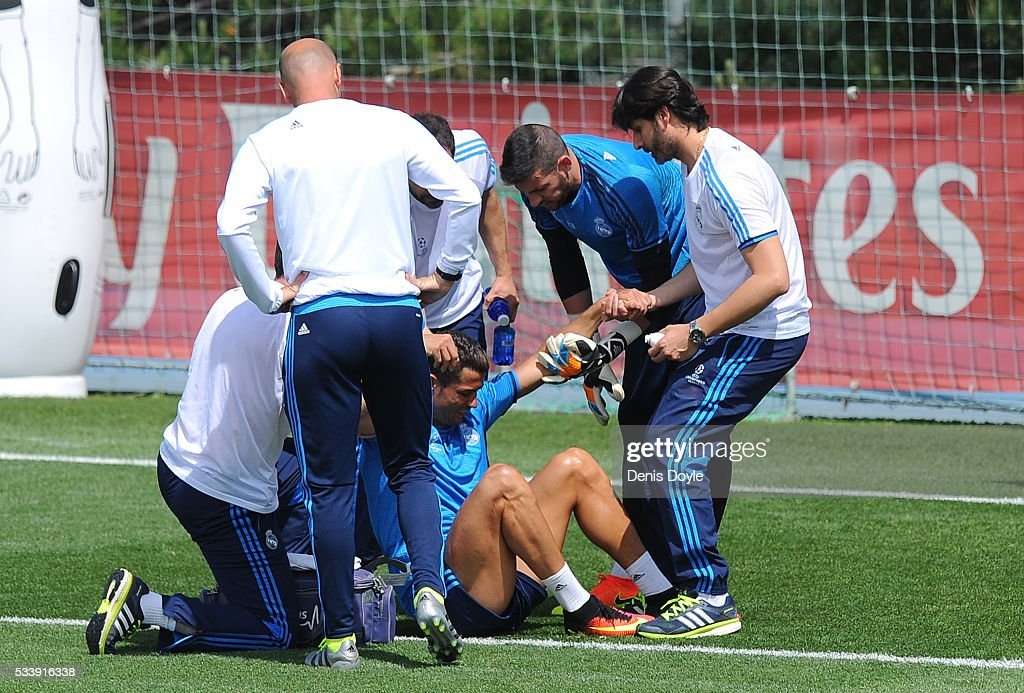 <a gi-track='captionPersonalityLinkClicked' href=/galleries/search?phrase=Cristiano+Ronaldo+-+Calciatore&family=editorial&specificpeople=162689 ng-click='$event.stopPropagation()'>Cristiano Ronaldo</a> of Real Madrid is helped after getting injured in the team training session during the Real Madrid Open Media Day ahead of the UEFA Champions League Final against Club Atletico Madrid at Valdebebas training ground on May 24, 2016 in Madrid, Spain.