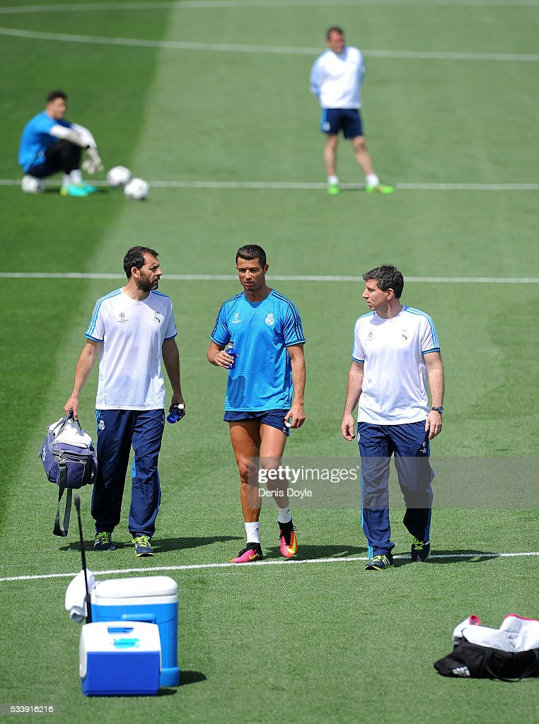 <a gi-track='captionPersonalityLinkClicked' href=/galleries/search?phrase=Cristiano+Ronaldo+-+Calciatore&family=editorial&specificpeople=162689 ng-click='$event.stopPropagation()'>Cristiano Ronaldo</a> of Real Madrid leaves the team training session after getting injured during the Real Madrid Open Media Day ahead of the UEFA Champions League Final against Club Atletico Madrid at Valdebebas training ground on May 24, 2016 in Madrid, Spain.