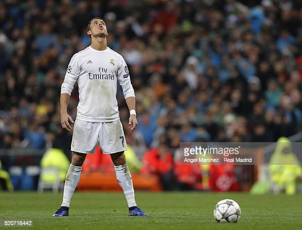 Cristiano Ronaldo of Real Madrid lines up a free kick during the UEFA Champions League quarter final second leg match between Real Madrid and VfL...
