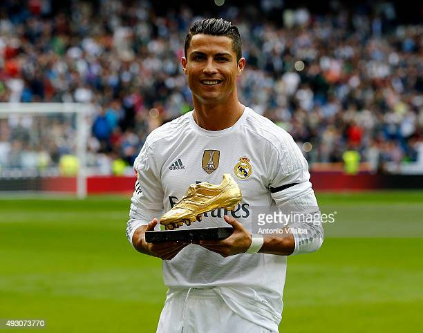 Cristiano Ronaldo of Real Madrid poses with his Golden Shoe award during the La Liga match between Real Madrid CF and Levante UD at Estadio Santiago...