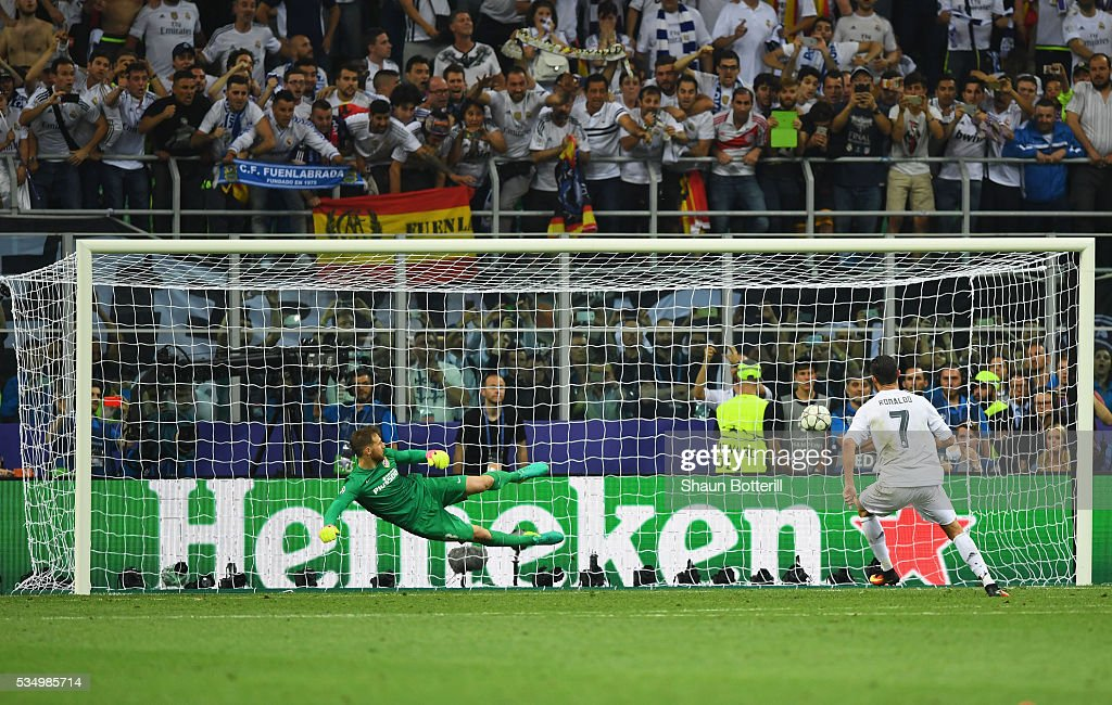 [Champions League] 2015-2016 Cristiano-ronaldo-of-real-madrid-scores-the-winning-penalty-during-picture-id534985714