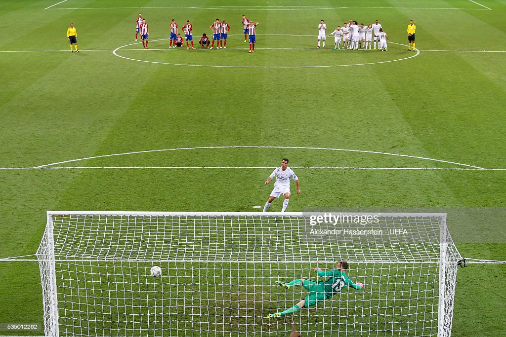 <a gi-track='captionPersonalityLinkClicked' href=/galleries/search?phrase=Cristiano+Ronaldo+-+Voetballer&family=editorial&specificpeople=162689 ng-click='$event.stopPropagation()'>Cristiano Ronaldo</a> of Real Madrid scores the winning penalty past <a gi-track='captionPersonalityLinkClicked' href=/galleries/search?phrase=Jan+Oblak&family=editorial&specificpeople=8900856 ng-click='$event.stopPropagation()'>Jan Oblak</a> of Atletico Madrid during the UEFA Champions League Final match between Real Madrid and Club Atletico de Madrid at Stadio Giuseppe Meazza on May 28, 2016 in Milan, Italy.