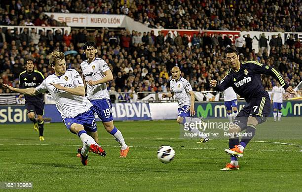 Cristiano Ronaldo of Real Madrid shoots to score the equalising goal during the La Liga match between Real Zaragoza and Real Madrid at La Romareda on...