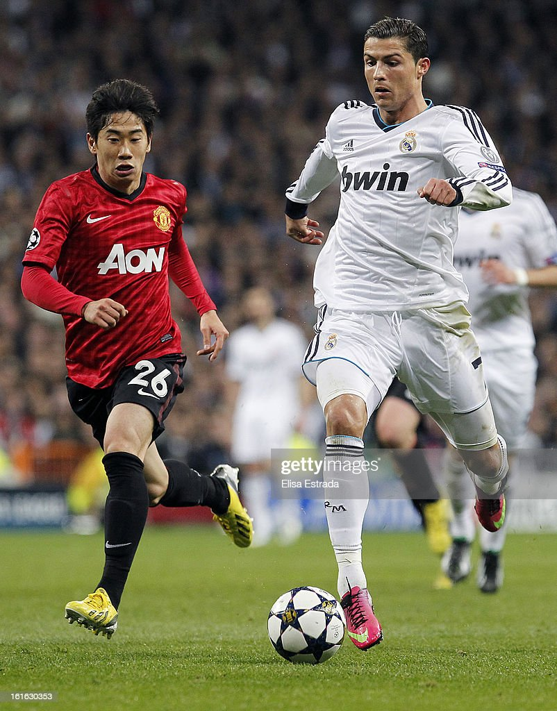 Cristiano Ronaldo (R) of Real Madrid si chased by Shinji Kagawa of Manchester United during the UEFA Champions League Round of 16 first leg match between Real Madrid and Manchester United at Estadio Santiago Bernabeu on February 13, 2013 in Madrid, Spain.