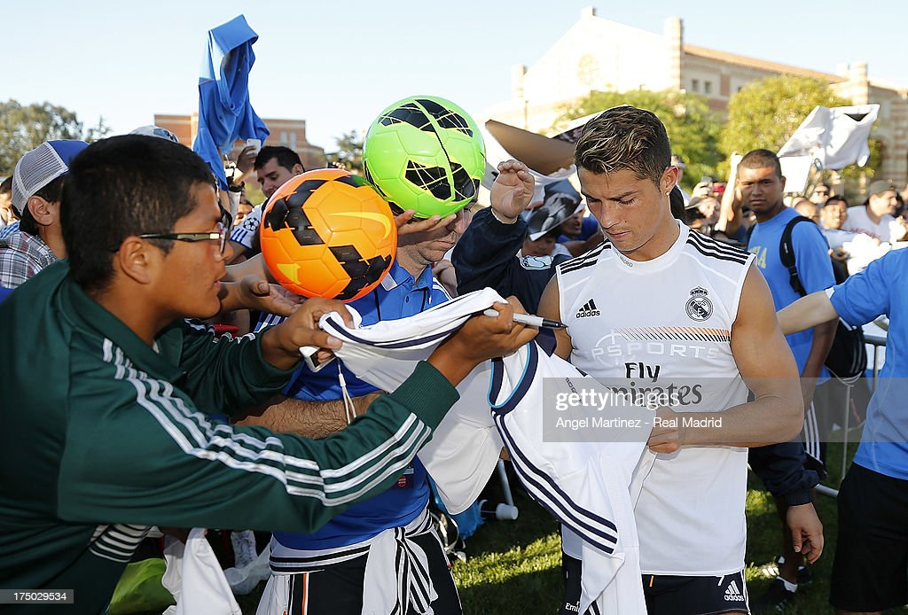 <a gi-track='captionPersonalityLinkClicked' href=/galleries/search?phrase=Cristiano+Ronaldo+-+Soccer+Player&family=editorial&specificpeople=162689 ng-click='$event.stopPropagation()'>Cristiano Ronaldo</a> of Real Madrid signs autographs to the fans after a training session at UCLA Campus on July 29, 2013 in Los Angeles, California.