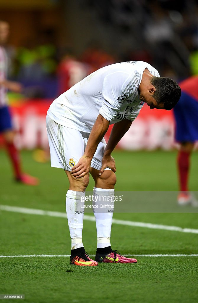 <a gi-track='captionPersonalityLinkClicked' href=/galleries/search?phrase=Cristiano+Ronaldo+-+Voetballer&family=editorial&specificpeople=162689 ng-click='$event.stopPropagation()'>Cristiano Ronaldo</a> of Real Madrid stands dejected after missing a chance on goal during the UEFA Champions League Final match between Real Madrid and Club Atletico de Madrid at Stadio Giuseppe Meazza on May 28, 2016 in Milan, Italy.